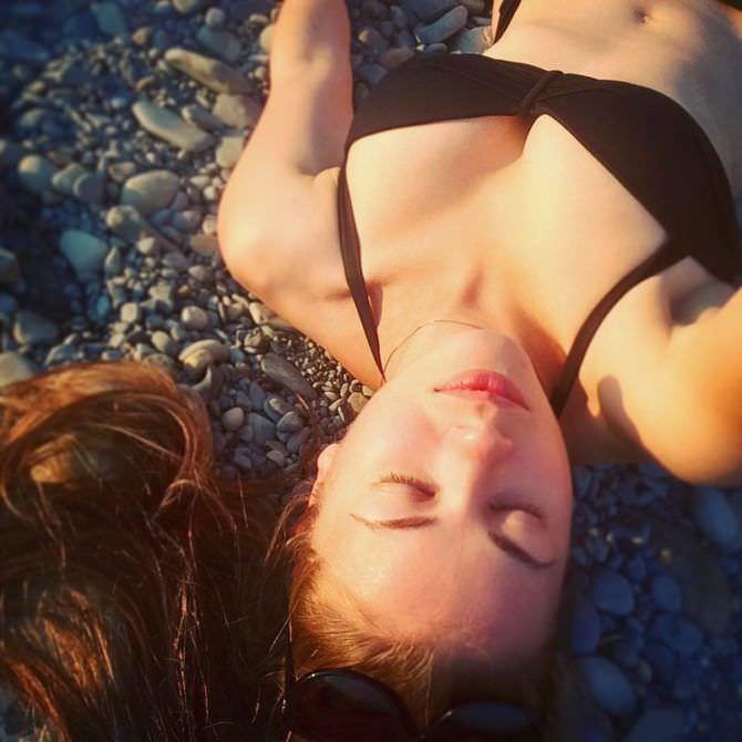 Олеся Фаттахова фотография в чёрном бикини