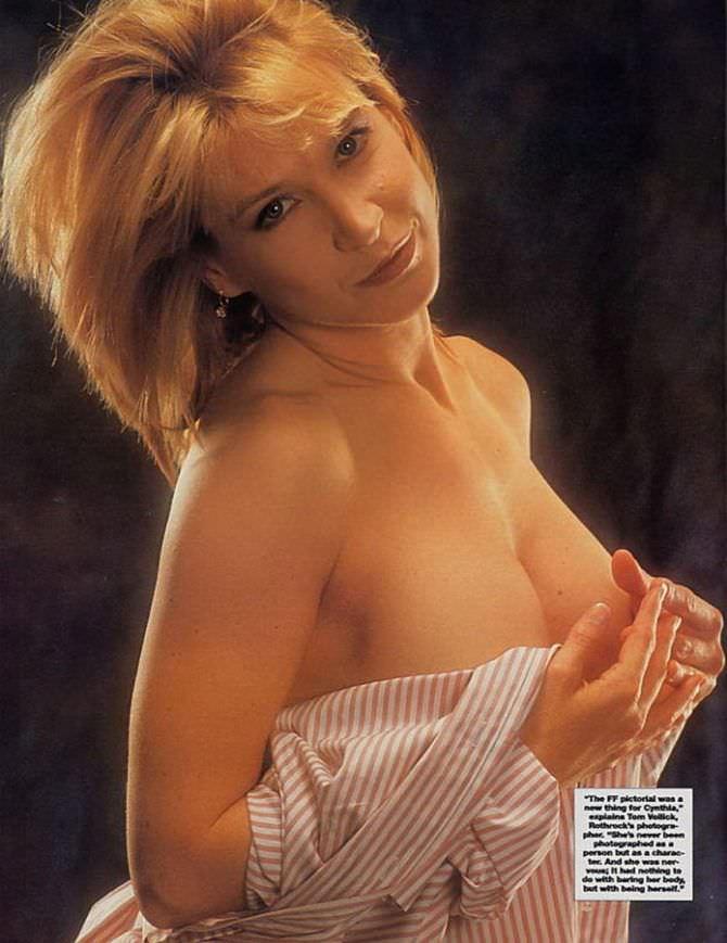 Синтия Ротрок фото в расстёгнутой рубашке