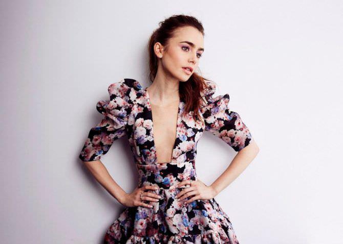 Лили Коллинз фотография в платье с декольте