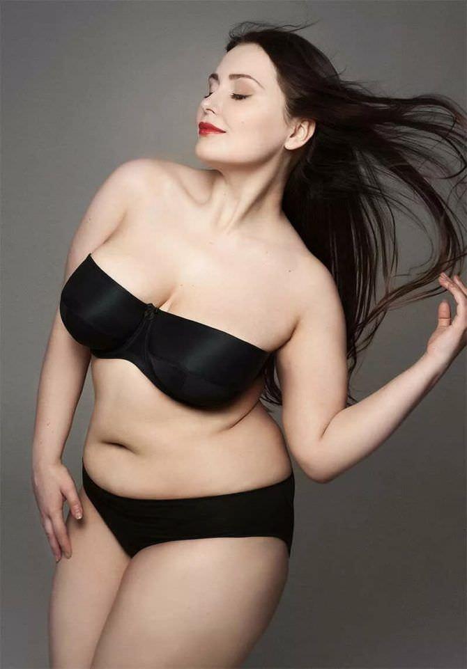 Светлана Каширова фото в чёрном бикини