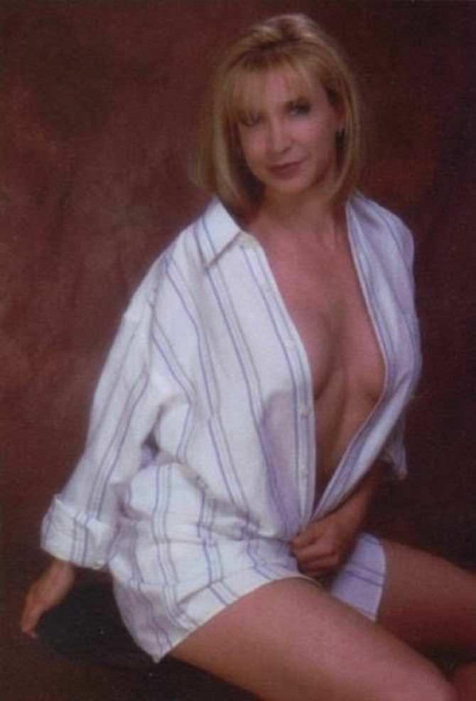 Синтия Ротрок фотография в полосатый рубашке