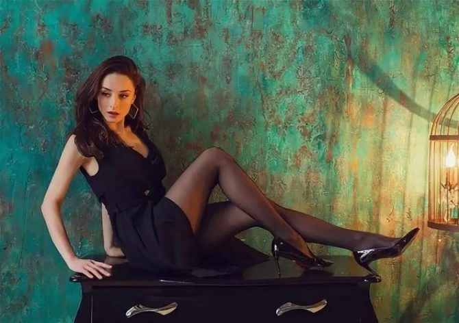 Юлия Майборода фотография в чёрном платье