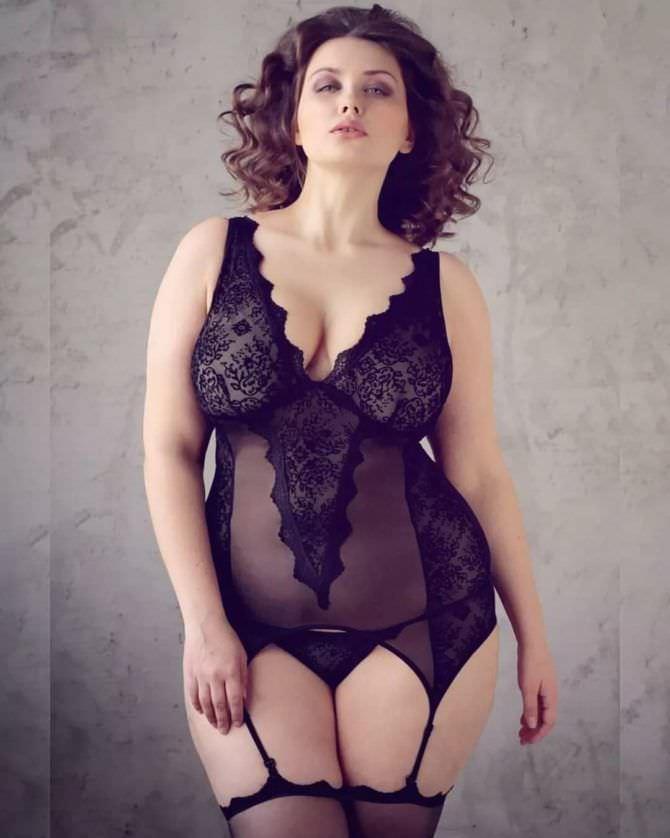Светлана Каширова красивое фото в чёрном белье