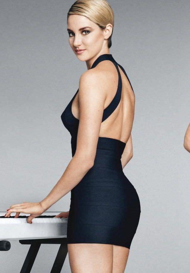 Шейлин Вудли фото в коротком чёрном платье