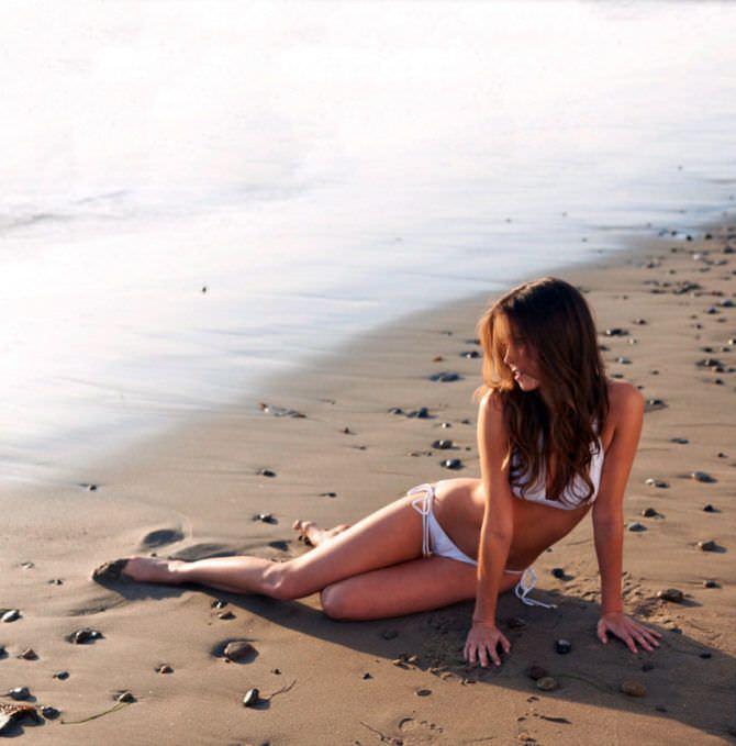 Саммер Глау фотография в бикини на пляже 2011