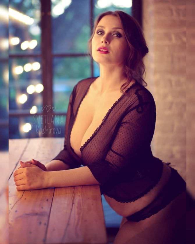Светлана Каширова фото в прозрачной кофточке