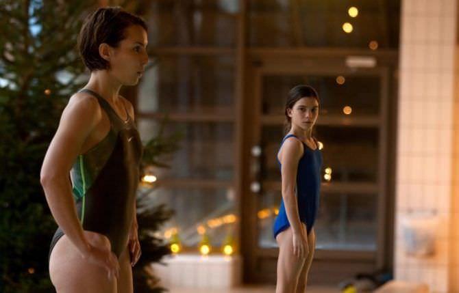 Нуми Рапас фото из фильма в купальнике