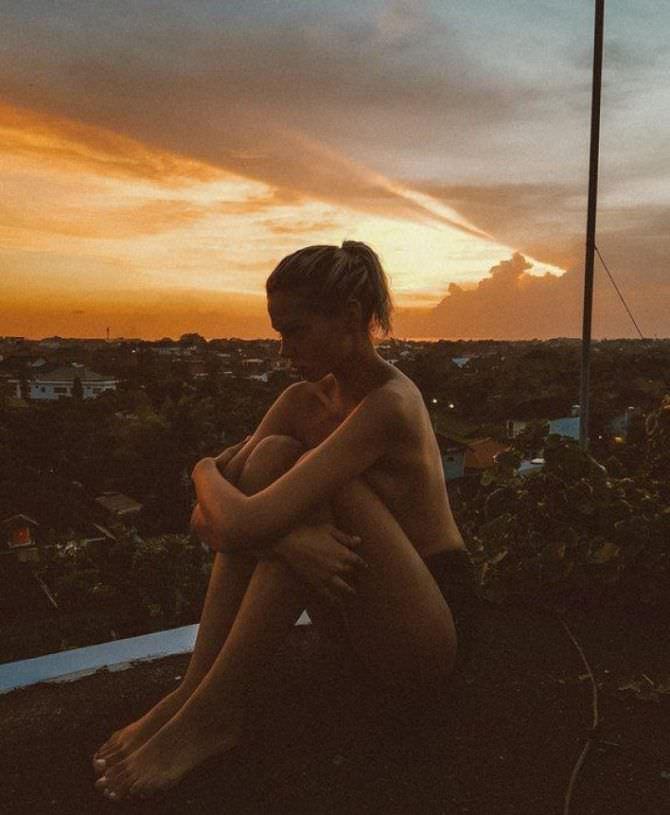 Алеся Кафельникова фотография в белье на крыше
