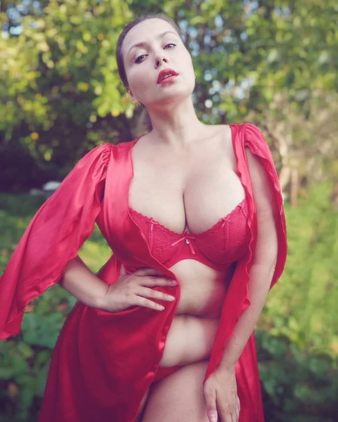Светлана Каширова фотосессия в красном белье