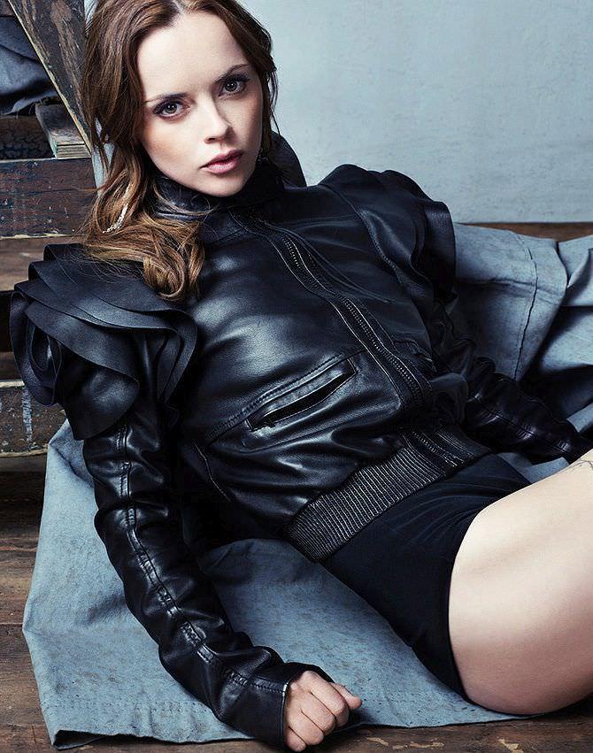 Кристина Риччи фото в кожаном костюме