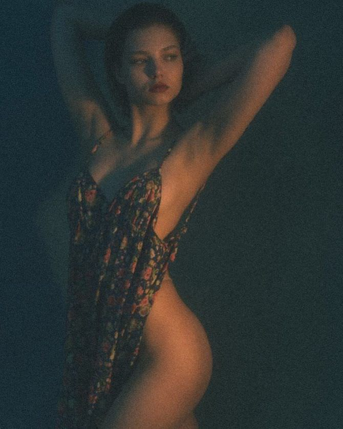 Алеся Кафельникова откровенное фото в сарафане