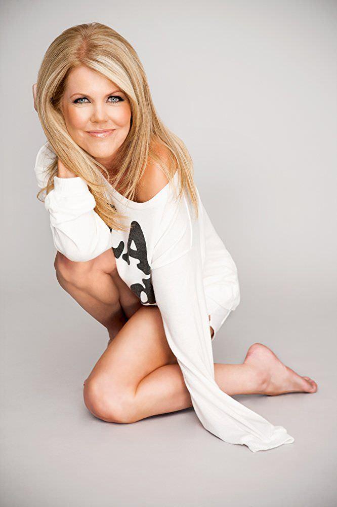 Трэйси Бердсалл фотография в белой кофте