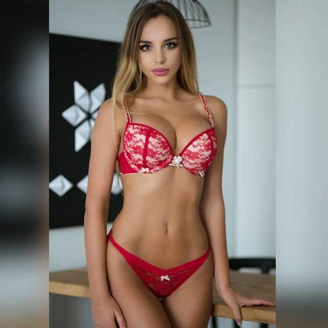 Вероника Белик фото в красном белье