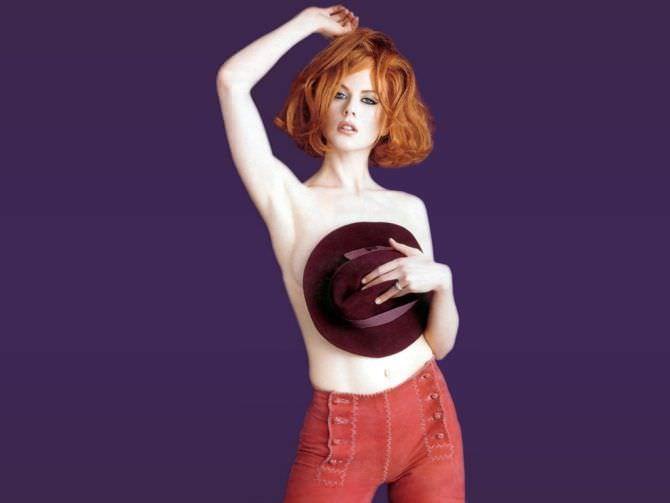 Николь Кидман фотография со шляпой у груди