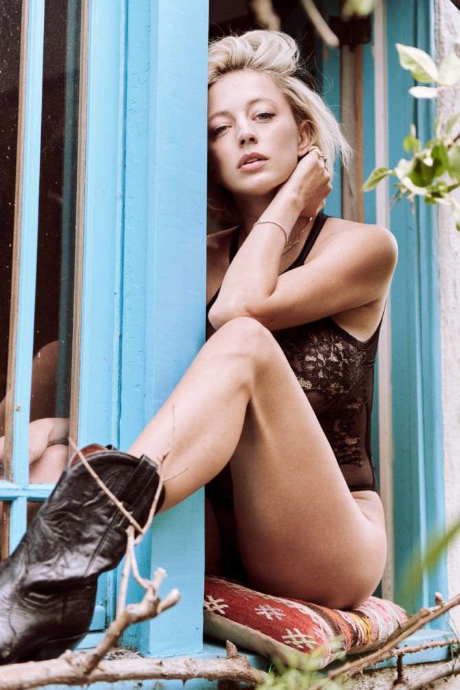 Кэролин Врилэнд фото в белье и сапогах