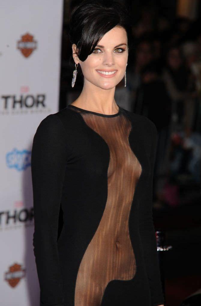 Джейми Александер фото в скандальном платье