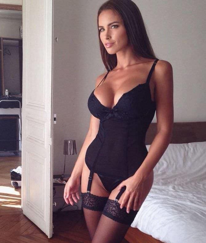 Люсия Яворчекова фото в боди и чулках