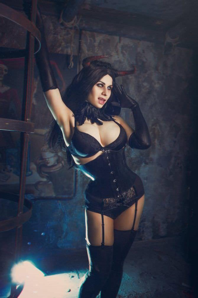 Елена Самко фото в чёрном корсете