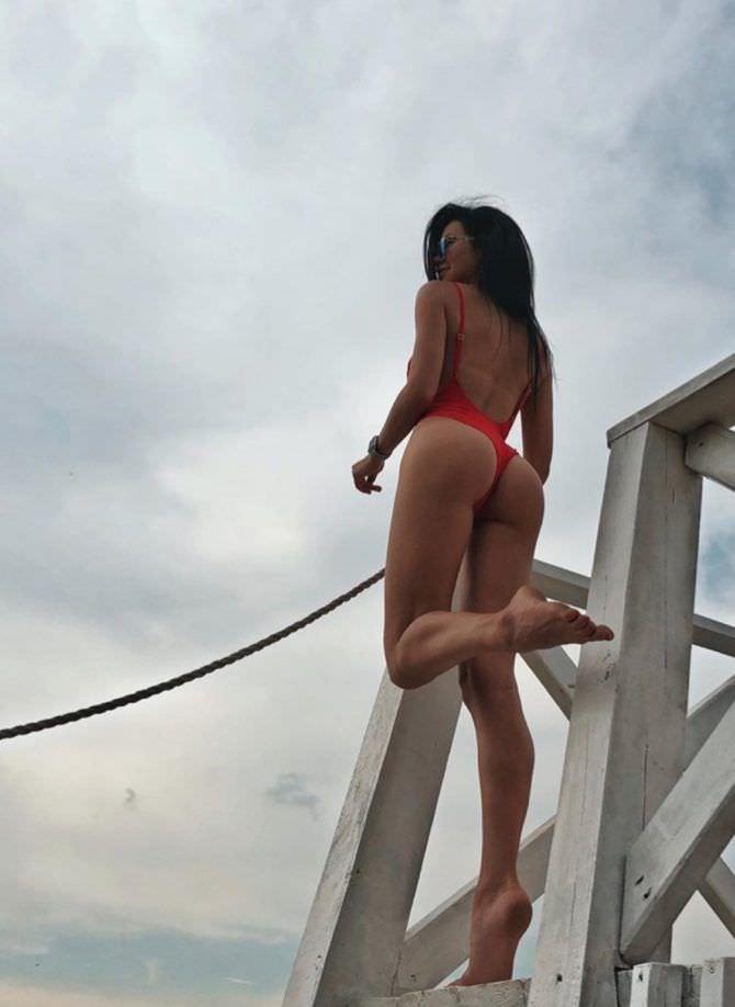 Анастасия Тукмачева фото в красном купальнике