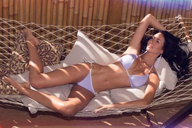 Анастасия Тукмачева фотография в бикини на подушках