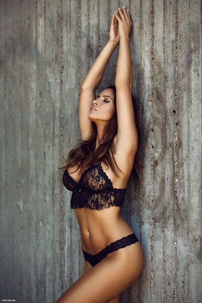 Люсия Яворчекова фотография в кружевном белье