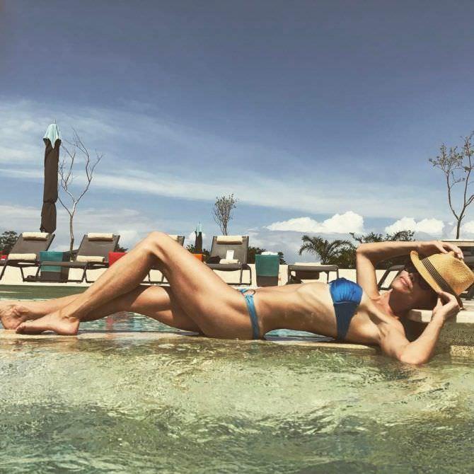 Триша Хелфер фото в шляпе и бикини