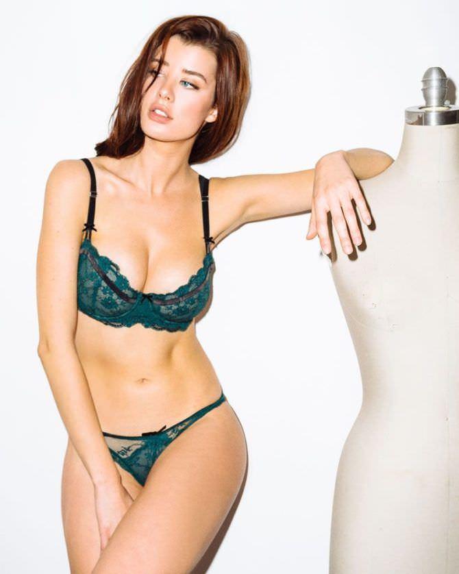 Сара Макдэниэл фотосессия в зелёном белье