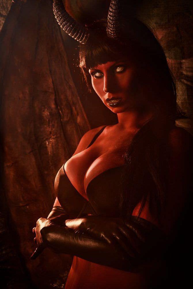Елена Самко фото в образе девушки-демона