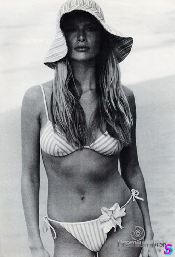 Анна Чурина фотосессия в купальнике и шляпе