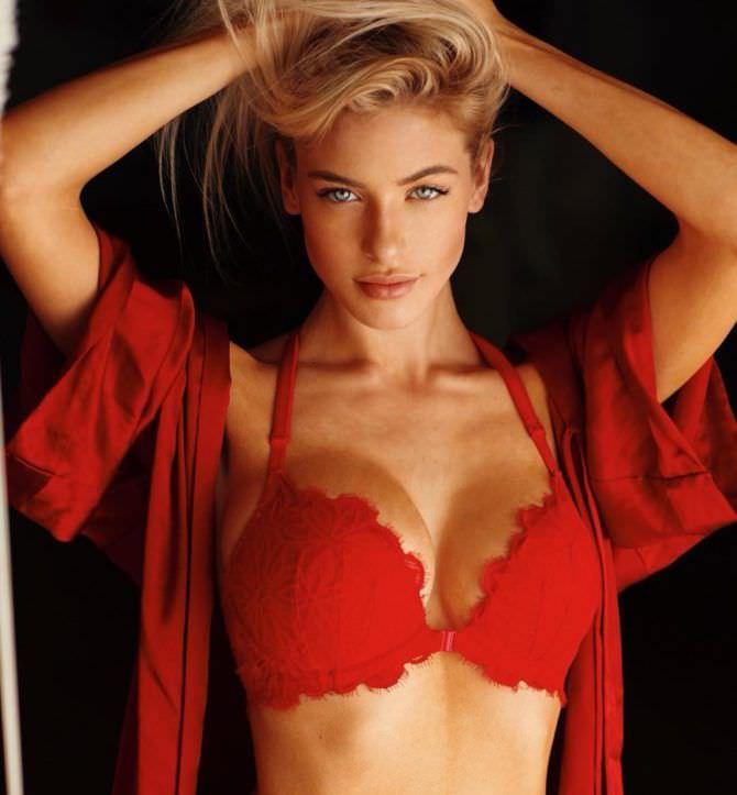 Ханна Палмер фото в красном нижнем белье