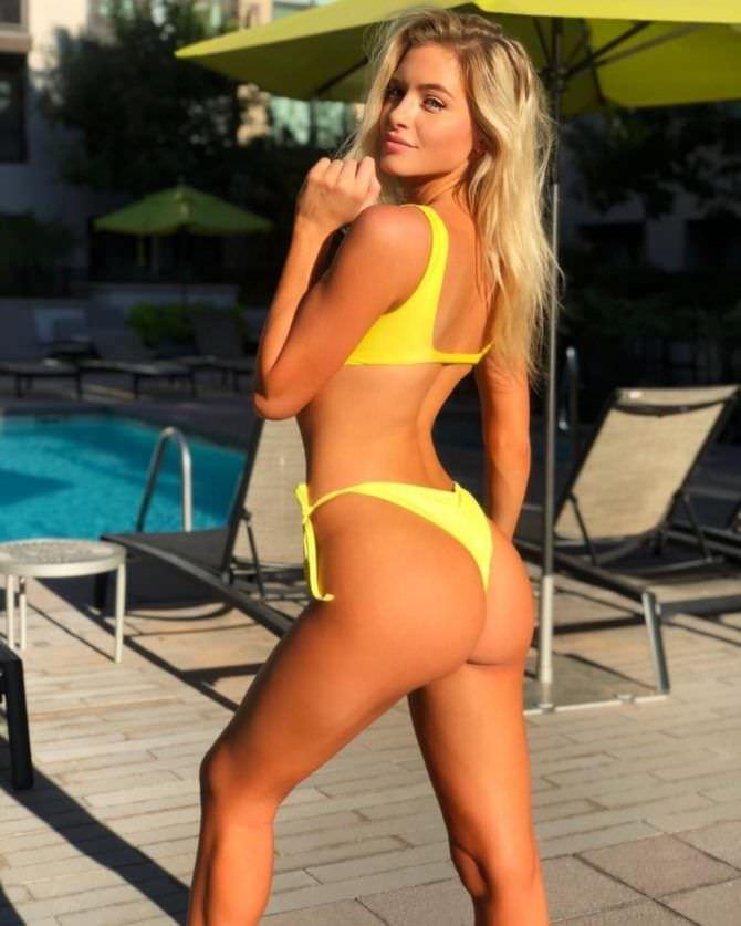 Ханна Палмер фото в жёлтом бикини