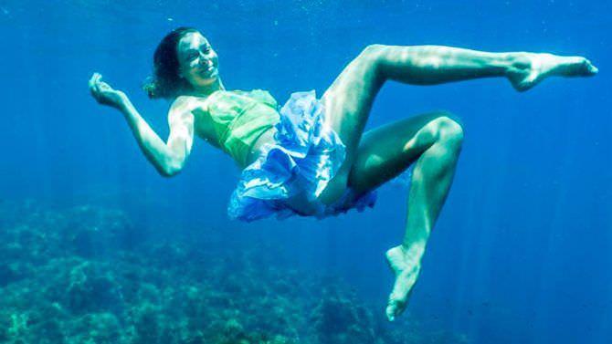 Марина Казанкова фотосессия в платье под водой