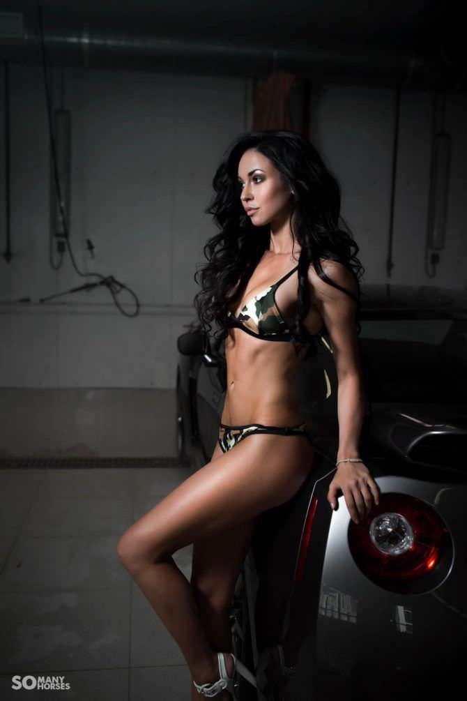 Анастасия Тукмачева фотосессия в бикини в гараже