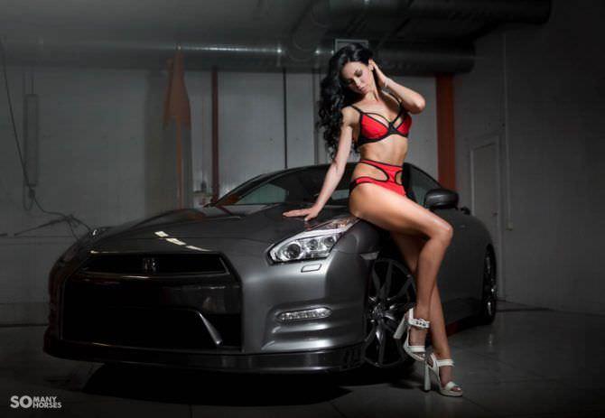Анастасия Тукмачева фото в купальнике с машиной