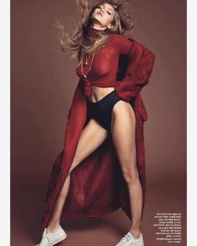 Джиджи Хадид фотография в красном пальто