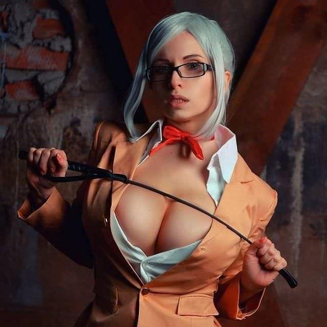 Елена Самко фотов оранжевом пиджаке