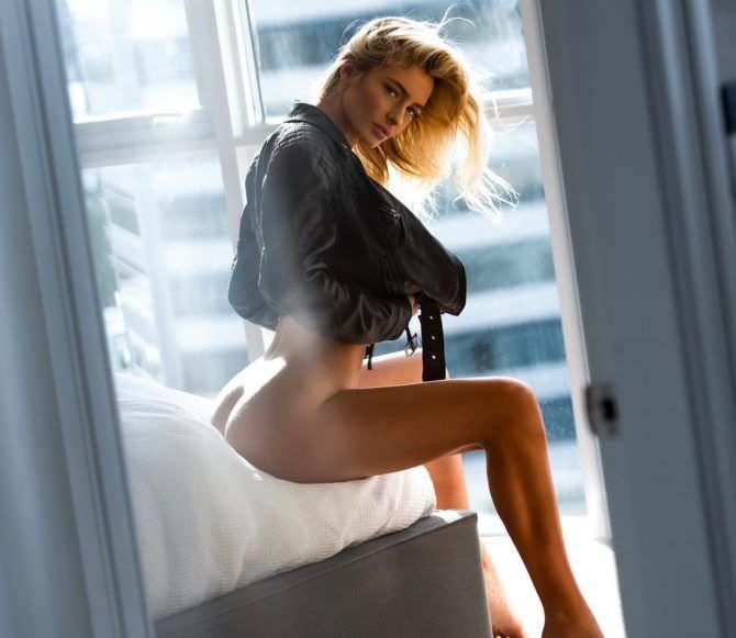 Ханна Палмер фотосессия в кожаной куртке