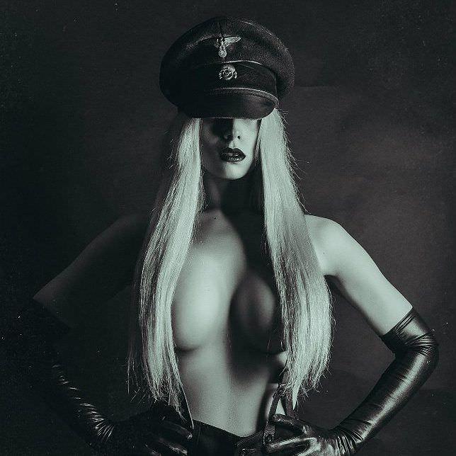 Елена Самко фото в чёрной фуражке
