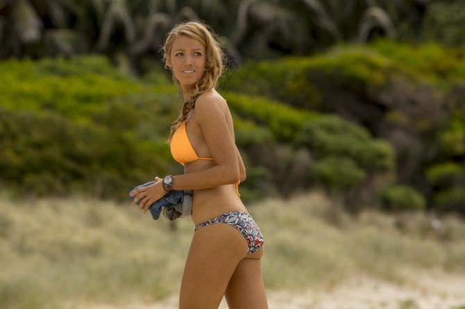 Блейк Лайвли фото в бикини на пляже