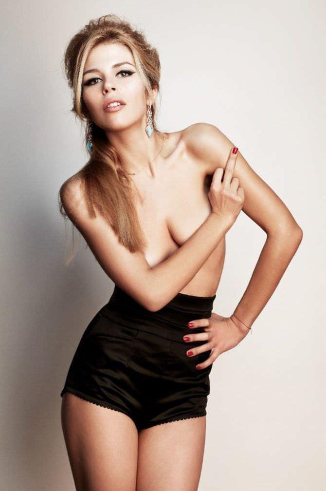 Мария Зыкова фото в высоких шортах