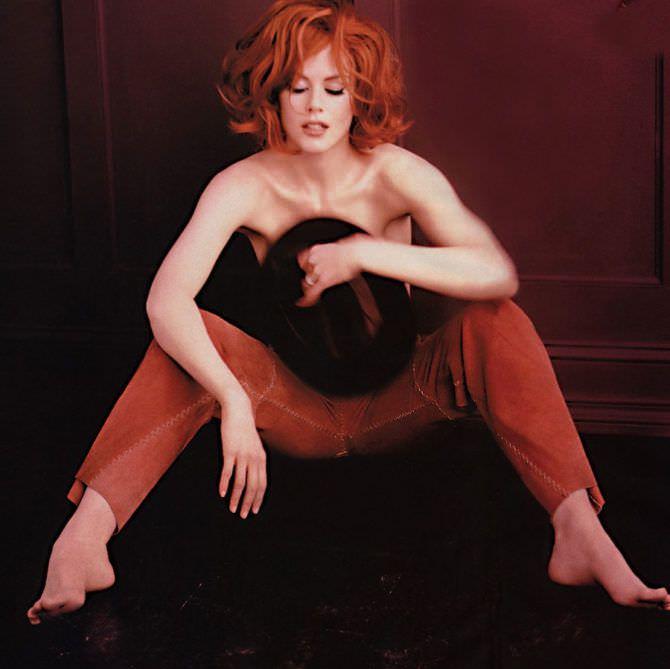 Николь Кидман фотосессия в красных брюках
