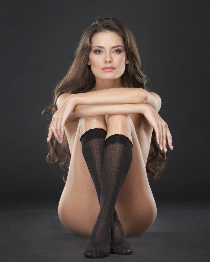 Татьяна Высоцкая фотография в чёрных гольфах