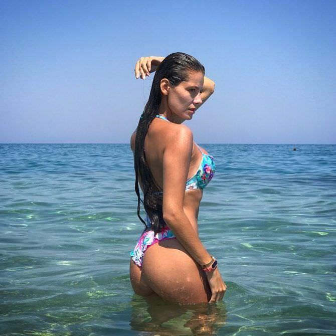 Татьяна Высоцкая фотография в купальнике в воде