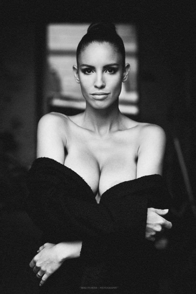 Люсия Яворчекова фото в чёрной кофте