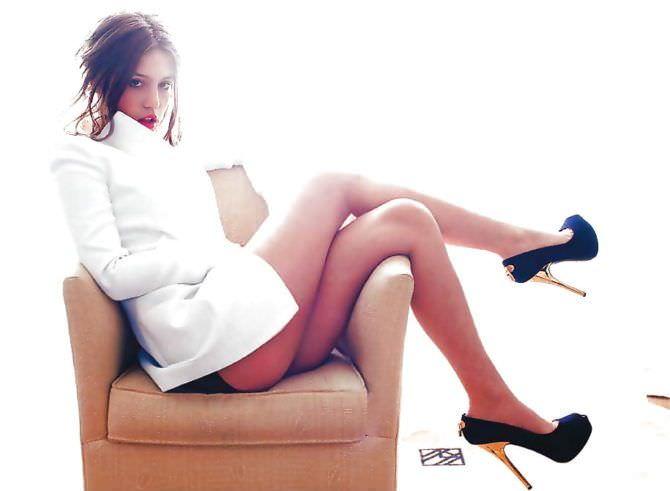Адель Экзаркопулос фотография в белом пиджаке