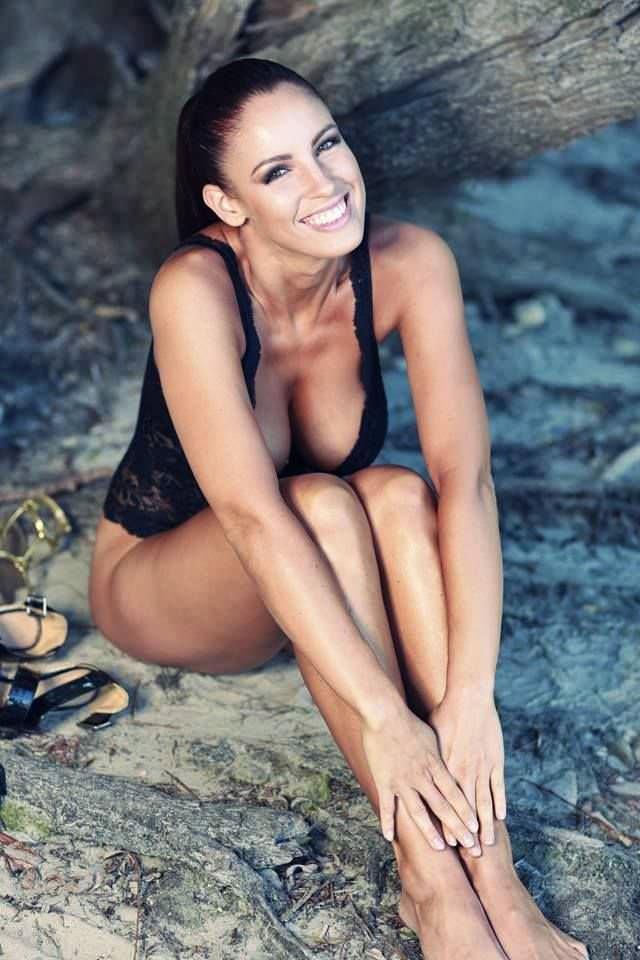 Люсия Яворчекова фото в купальнике на пляже
