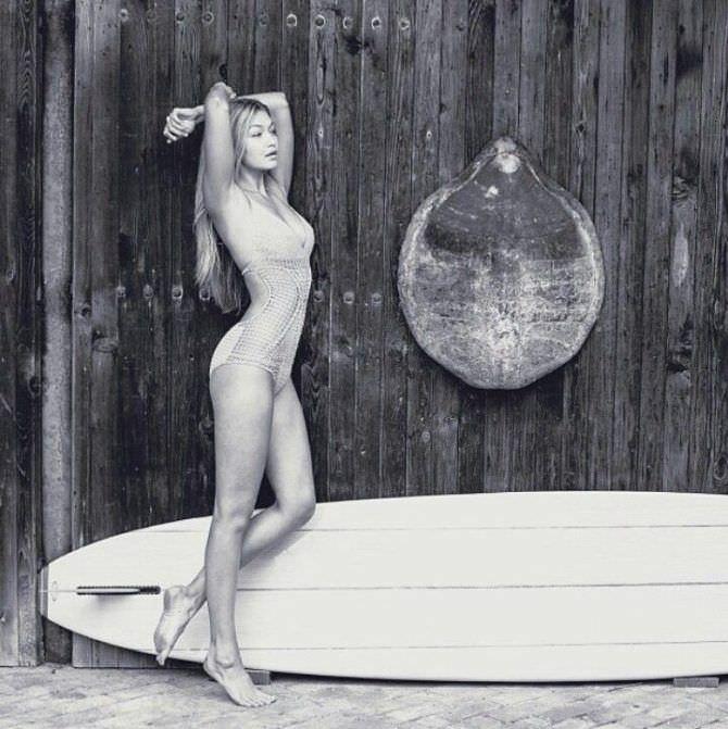 Джиджи Хадид фото в вязаном купальнике