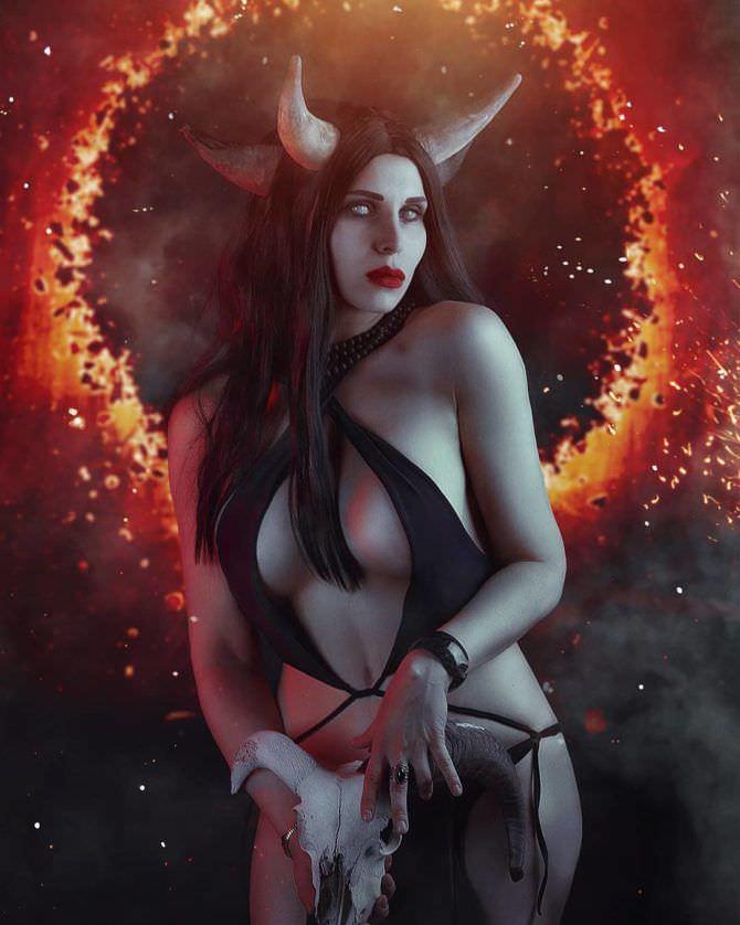 Елена Самко фотография в откровенном костюме демона