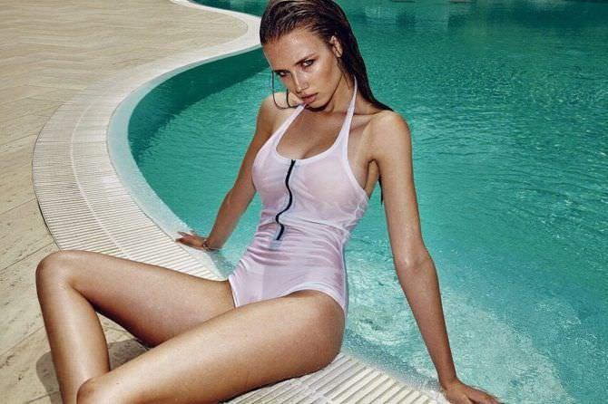 Полина Малиновская фото в мокром купальнике
