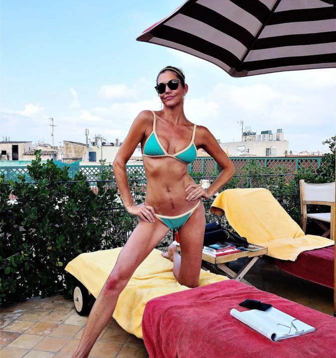 Триша Хелфер фотография в голубом бикини